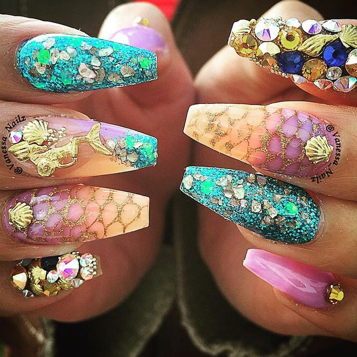 """They couldn't keep her under the sea. Beautiful mermaid nails by: @vanessa_nailz #⃣: #halloweennails #nailinspo #nailbabe"""