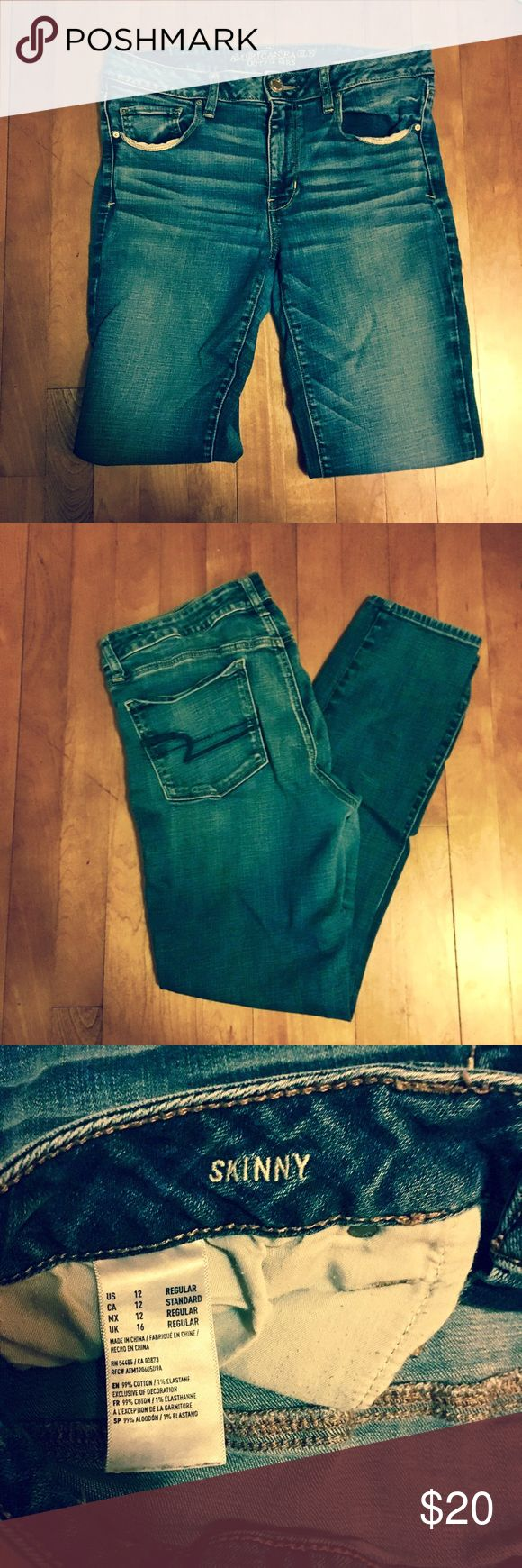 AE Distressed Skinny Jeans EUC Denim that I have sadly outgrown//Worn many times, but these jeans still have SO MUCH life in them// Lightweight and stretchy material! American Eagle Outfitters Jeans Skinny