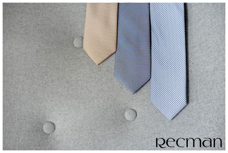 Krawaty Recman to szeroka gama kolorów, tkanin i wzorów, które niezależnie od sposóbu wiązania nadadzą każdemu mężczyźnie nietuzinkowego i nowoczesnego wyglądu. Sprawdź naszą ofertę.