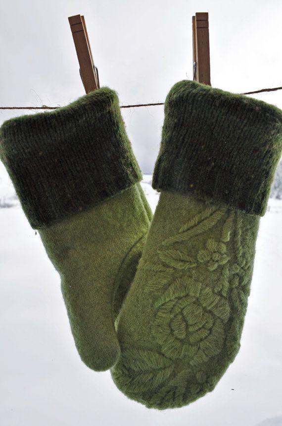 Soft Spring Green - Reclaimed Sweater Mittens - Women's Medium - Fleece Lined - Made in Montana