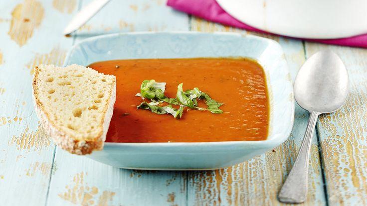 Maukas ja kevyt tomaattikeitto on todella helppo valmistaa. Keitto sopii hyvin myös alkuruoaksi.    Tämäkin resepti vain n. 1,30€/annos*.