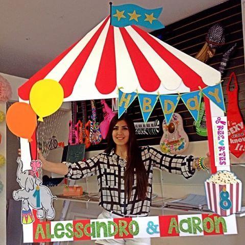 Sin duda uno de nuestros #marcos favoritos!!. Nos encanto! Te gusta? Haz tu pedido en #recortes.    #circusparty #circoparty #marcos #birthday #fiesta #circo
