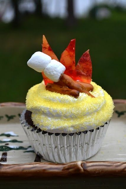 too cute smore cupcake: Campfires Cupcakes, Theme Cupcakes, Bonfires Parties, Bonfires S More, Parties Ideas, Girls Scouts, Camps Theme, S More Cupcakes, Smore Cupcakes