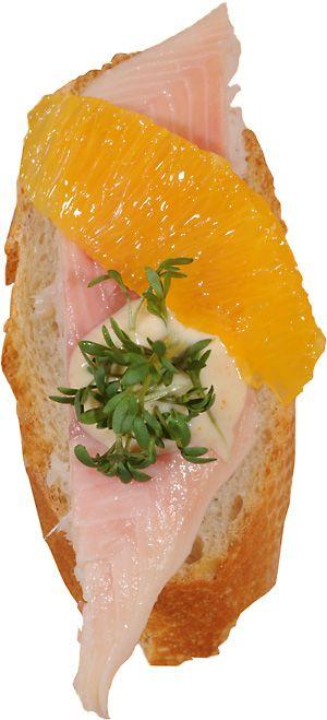 Geräuchertes Forellenfilet mit Orangen-Kresse-Mayonnaise - smoked trout fillets with orange cress mayonnaise