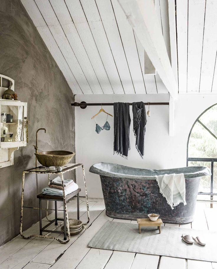 vintage badkamer | vintage bathroom | vtwonen 10-2016 | photography: Sjoerd Eickmans | styling: Liza Wassenaar
