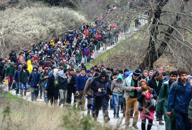 Grenzlager Idomeni: Hunderte Flüchtlinge brechen nach Mazedonien auf - SPIEGEL ONLINE - Politik