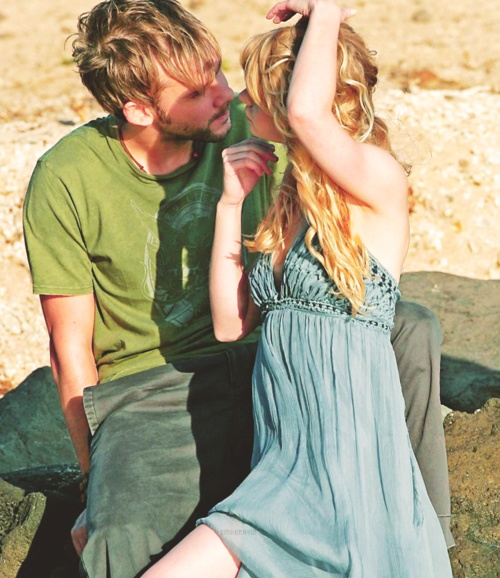 Lost (2004-2010) [via twitter: @emiliederavin: @DomsWildThings @Lost_on_ABC just found this cute Claire Charlie pic :-)]