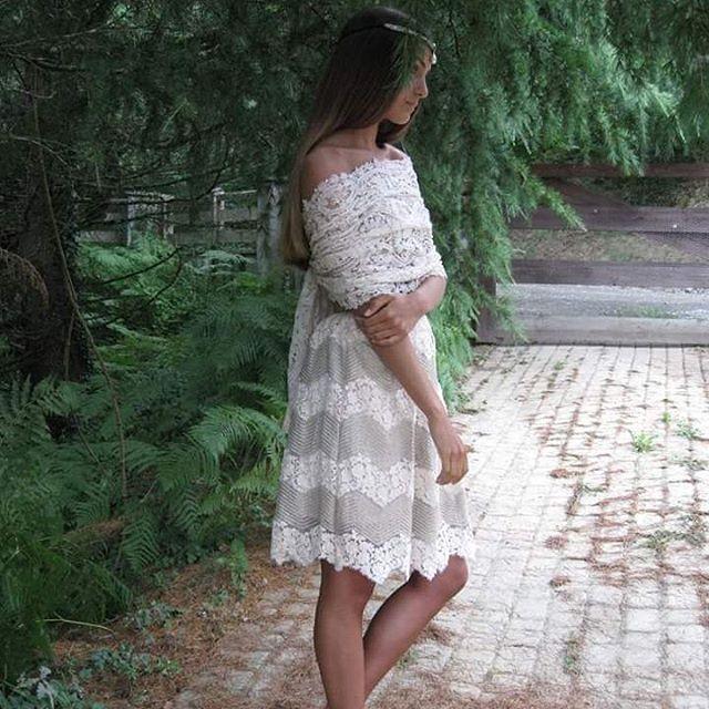 Falda midi modelo Josephine. Encaje y algodón combinado con hilo dorado. Design by Eugénie.  Creer es crear. #fashion #trendy #luxury #lujo #summer #cotton #beaded #boho #embroidery #natalialakunza #sinforey