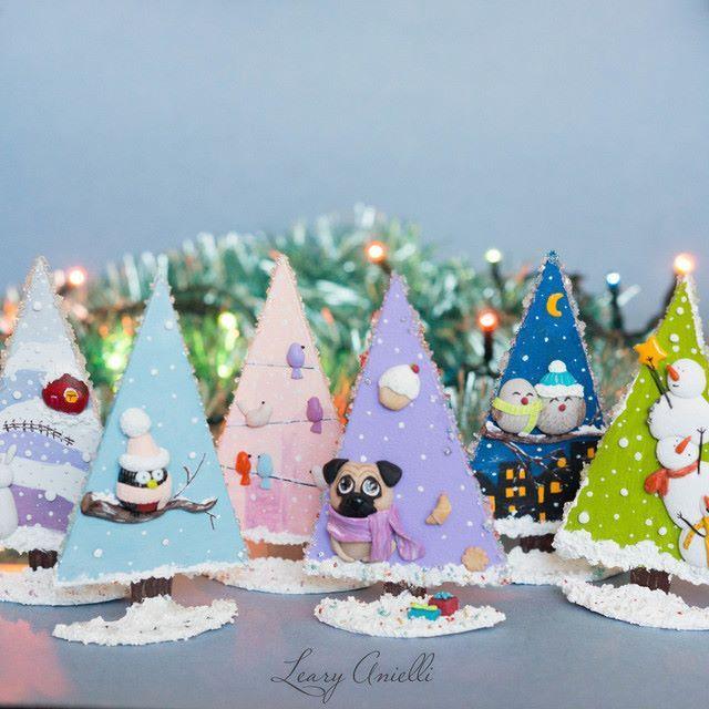 Магниты на холодильник, были сделаны для благотворительной продажи в пользу БЦ Омские хвостики. #магнит #новыйгод #рождество #елка #собака #мопс #птицы #магнитнахолодильник #воробей #снигирь #сувенир #новогоднийсувенир #полимернаяглина #фимо #моделайт #xmas #christmas #fimo #newyear #dog #pug #sparrow #christmastree #magnet #bird #souvenir #polymerclay