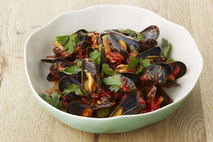 Een overheerlijke mosselen en tomatencompote, die maak je met dit recept. Smakelijk!