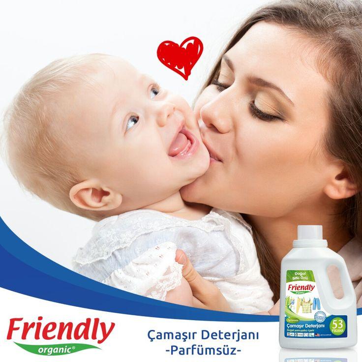 Bebeğinizin cildi çok ince ve geçirgen olduğundan dolayı teniyle temas eden her şey çok önemlidir! Friendly Organic Parfümsüz Çamaşır Deterjanı bebek cildi gibi hassas ciltler için ideal bir üründür.