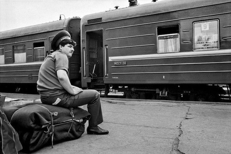 Ruský voják čeká na vlak domů, foto by Dana Kyndrová