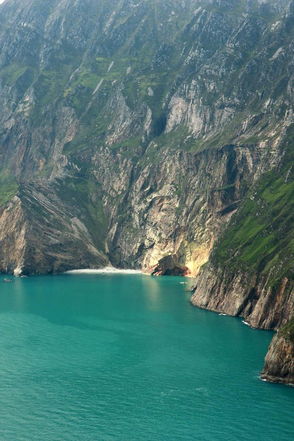 Turquoise Water at Slieve League sea cliffs - Donegal, Ireland
