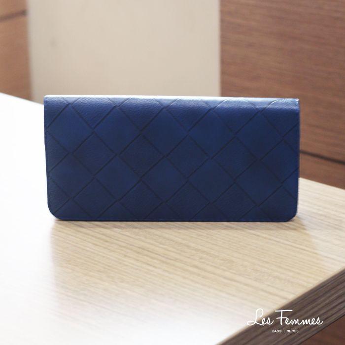 Sofea, wallet simple dan minimalis dengan motif anyaman dan pilihan warna yang menarik. Detail wallet : • Warna hitam, navy, khaki, maroon • Ukuran 21*2,5*10,5 cm • Harga 90,000  Order via : Website : www.lesfemmes.co.id LINE : lesfemmesbags SMS / WA : 081284789737 Email : care@lesfemmes.co.id  Happy shopping!  #shopping #wallet #ladies #women #lesfemmesindonesia