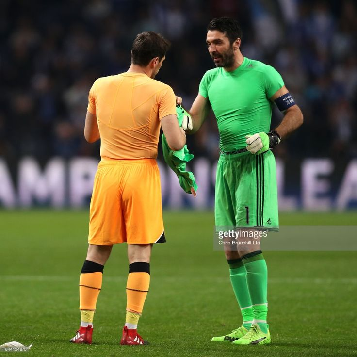 Gianluigi Buffon (R) of Juventus and Iker Casillas of FC Porto exchange shirts at the end of the UEFA Champions League Round of 16 first leg match between FC Porto and Juventus at Estadio do Dragao on February 22, 2017 in Porto, Portugal.