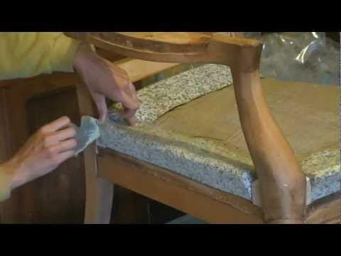 Comment poser un bourrelet en profil de mousse agglomérée sur un fauteuil Voltaire ?