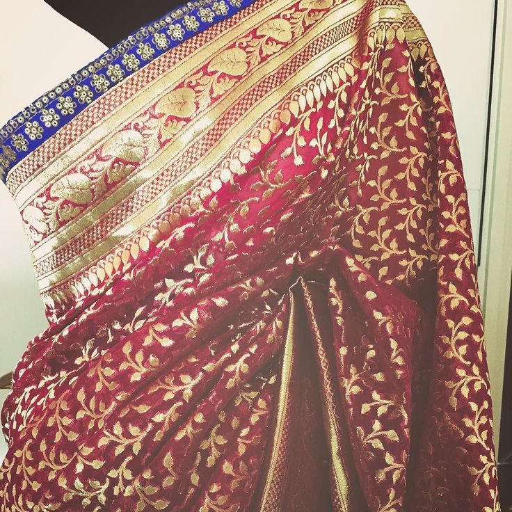 बनरस' क पयर GULAL - Vintage Dreams This stunning Benarsi Chanderi silk saree is the most stunning shade of pink and red wine. It's dual shade and looks lovely with the gold 1920 inspired woven Mughal Paisley pattern all over. The blue and gold embroidered border adds a touch of luxury to it. All in all its a keeper. Benaras For purchases email me at designerayushkejriwal@hotmail.com or what's app me on 00447840384707 We ship WORLDWIDE. #sarees#saris#indianclothes#womenwear #anarkalis #l...