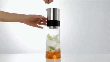 It's THIS moment when making iced tea with the Blomus TEA-JAY when we totally fall in love with it! ♥ Like some?
