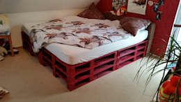 The easiest DIY project for your bedroom: Build your own bed, made of pallets. You can simply adjust the design to your bedroom style by painting it in your favourite colour.     eclectic Bedroom by Gerner Logistik und Paletten
