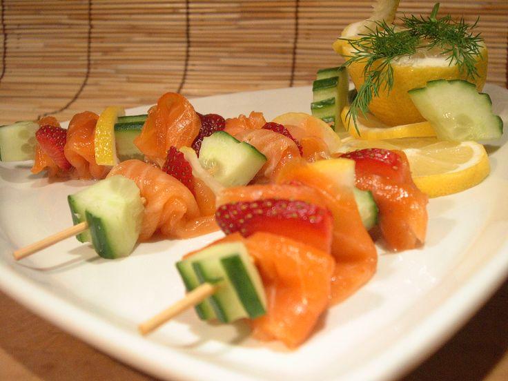 Brochettes de saumon fumé aux fraises. sur Wikibouffe