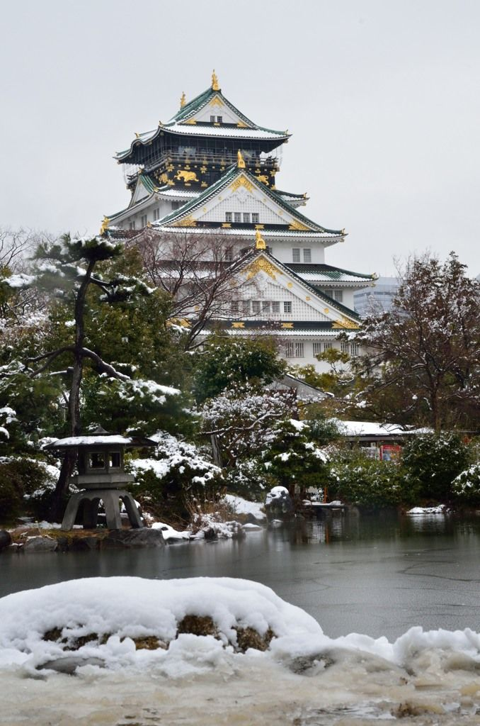 Snow in Osaka Castle, Japan
