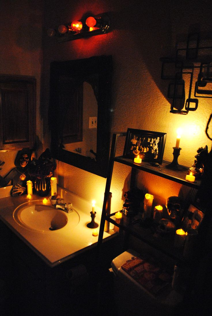 halloween bathroom lighting dont forget to unscrew the regular light bulbs - Halloween Bathroom Decorations