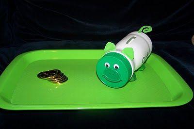 Homemade piggy bank, My favourite pibby bank: http://www.helpmetosave.com/2012/02/piggy-bank/