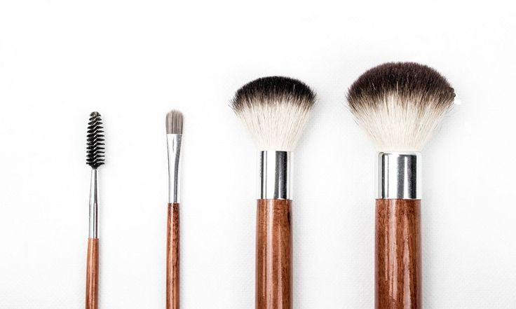 Muchas no lo hacen pero limpiar sus accesorios de maquillaje es algo importante e indispensable para reducir las bacterias y microbios que se quedan en estos productos. Además, es uno de los secretos para tener un maquillaje perfecto : productos y accesorios limpios = maquillaje perfecto ! Lavar sus pinceles de maquillaje Las bacterias contenidas …