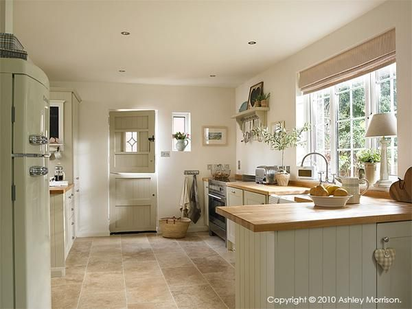 Our economical hand painted bespoke kitchen | Natural Calico Farrow and ball shaded white