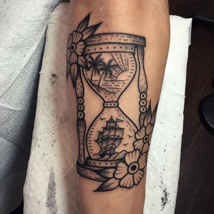 Hourglass tattoo vorlage  596 besten Hourglass Tattoos Bilder auf Pinterest | Tatoo, Tattoo ...