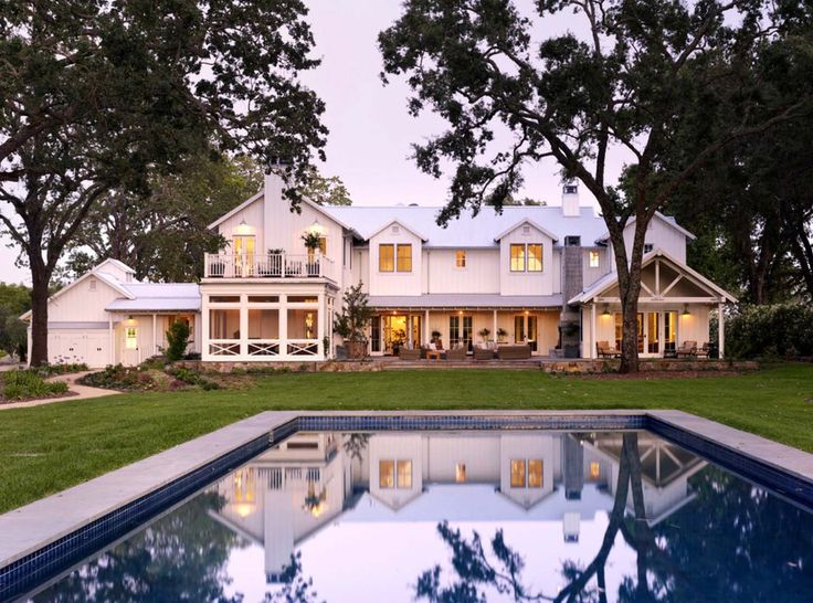 Inviting Modern Farmhouse With Vineyard Views In Napa Valley