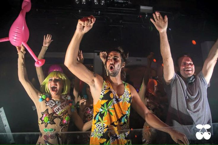 Alex Kennon - Insane Pacha Ibiza  https://www.youtube.com/watch?v=FUabdnLhiwQ