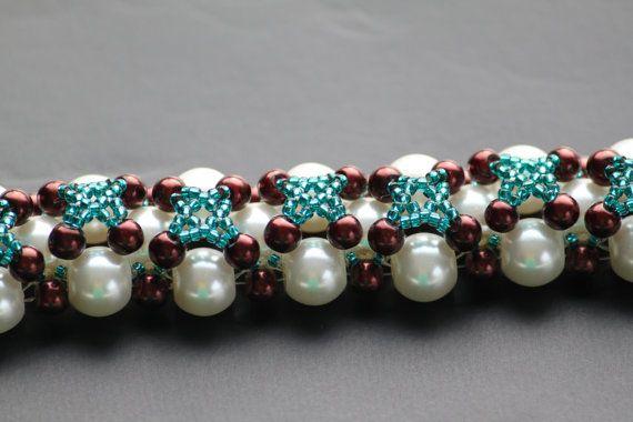 Handmade beaded bracelet with nacreous white by DeaJewelleryStore