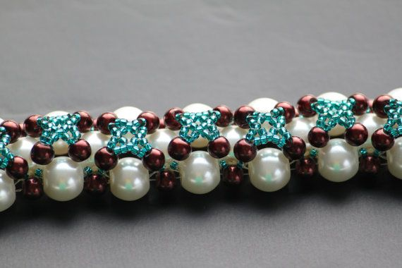 Handmade beaded bracelet with nacreous white by DeaJewelleryStore