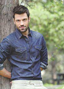 Kwnstantinos Arguros!! amazing greek singer!!!