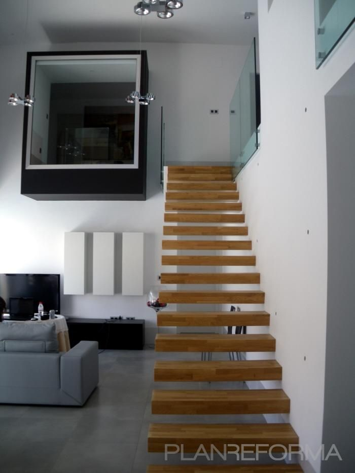 17 mejores ideas sobre sala de estar marr n en pinterest for Escaleras en salas