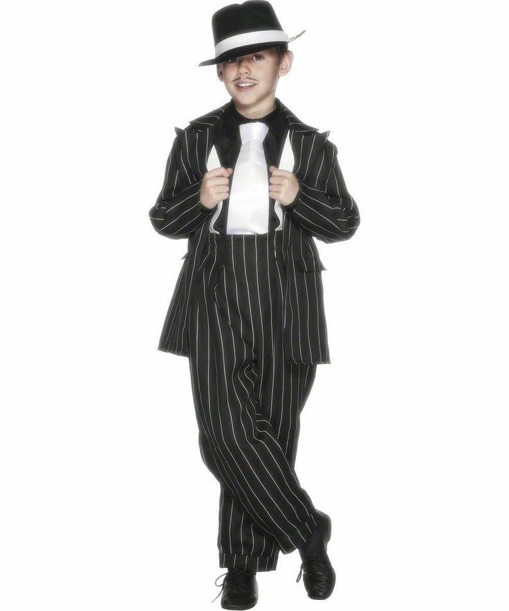 Un traje zoot tiene los pantalones de talle alto.