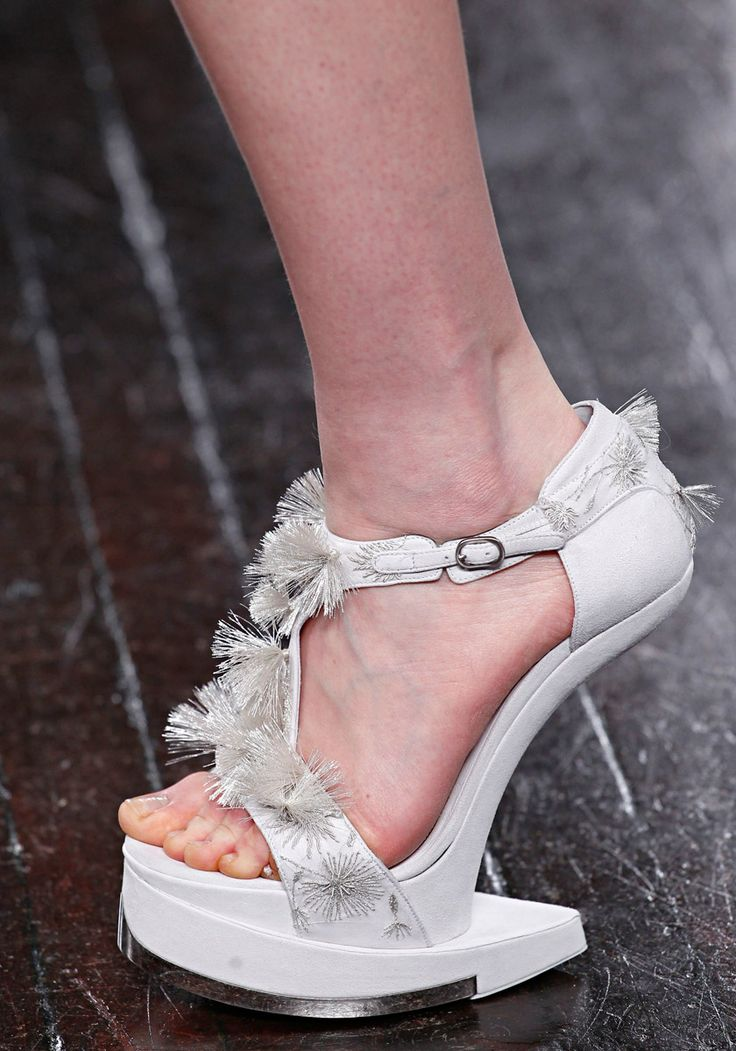 ALEXANDER MCQUEEN RTW FALL2012 Yes, this is a heel-less heel again. But it's so pretty. I would try it.