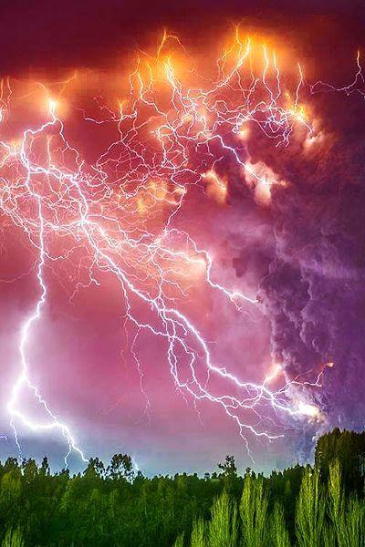 Feroz tempestade; relampagos.