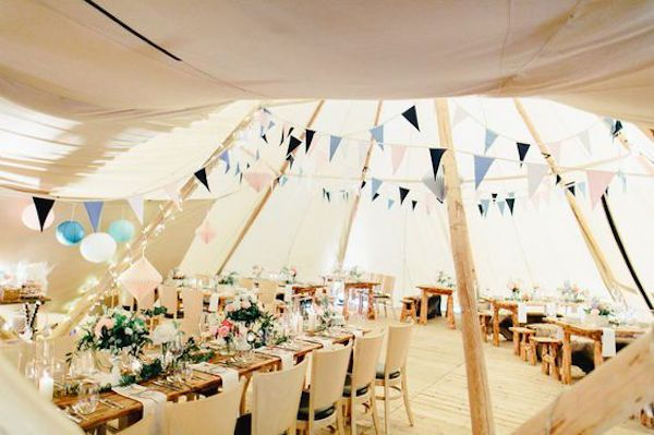 Die besten 25 hochzeit zelt deko ideen auf pinterest tischzelte laternen hochzeit und - Zelt deko hochzeit ...