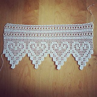Lacy Heart curtains - charted filet crochet pattern at My Little Cute Amis. More