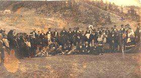 Φωτογραφία από τη διαδρομή σε Σαρακατσάνικο γάμο (Β.Παρλάτζα και Α.Βωβούσα) – Περτούλι 1923. http://sarakatsanoi.blogspot.gr