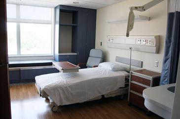 De ziekenhuiskamer is een belangrijke plaats want daar verwisselt Stefan met Jerro van leven.