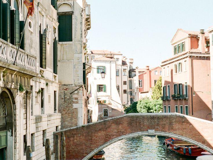 Дольче Вита в романтическом городе Венеция, Италия