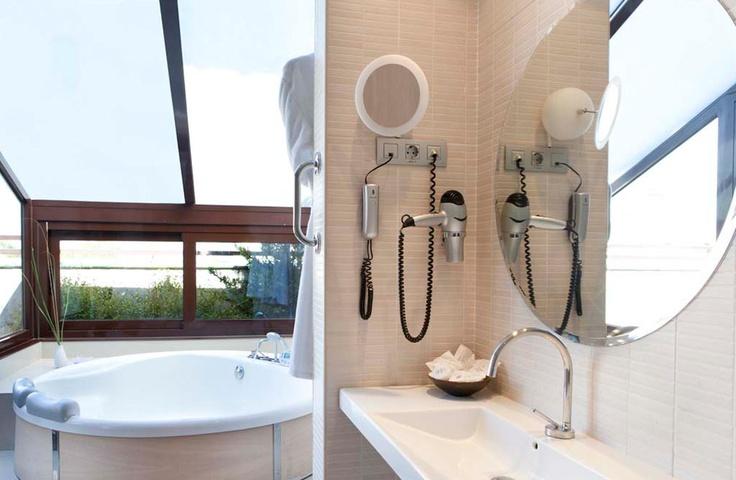 ¿Te imaginas tus vacaciones de #SemanaSanta en un hotel con Jacuzzi y terraza privada, en el corazón de Madrid?existe:  http://www.hotelopera.com/ofertas/