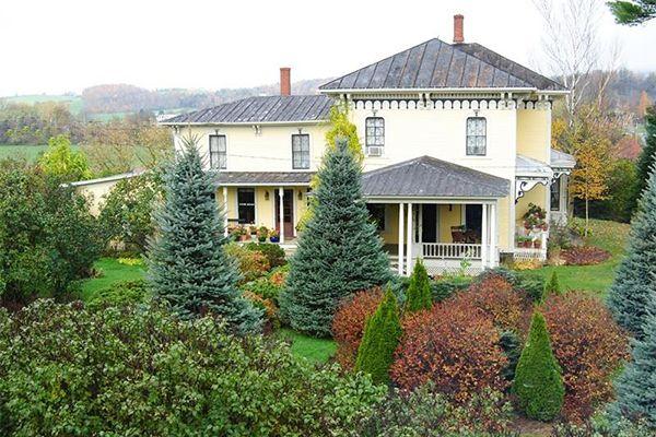 House Crush Tour This Stunning Vermont Farmhouse