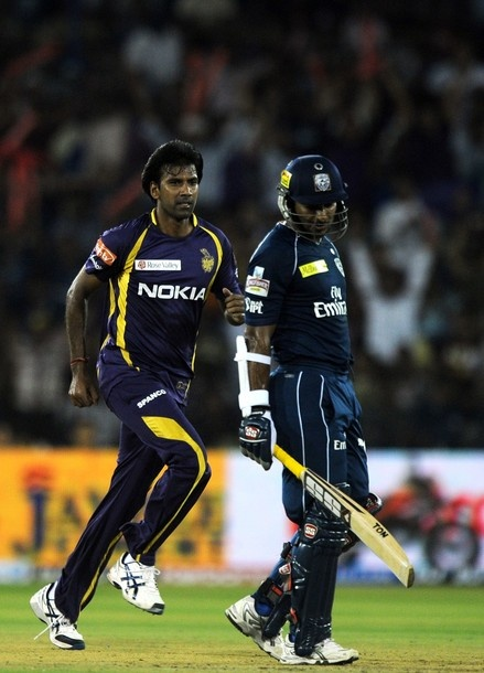 Deccan Chargers slumped to their fifth consecutive loss in the Indian Premier League (IPL) losing to Kolkata Knight Riders by five wickets at the Barabati Stadium on Sunday.