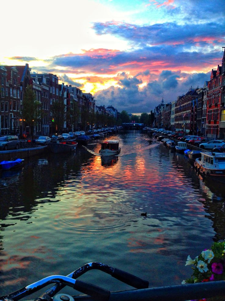 The beautiful canals of #Amsterdam, Netherlands paulathroughthelookingglass.com