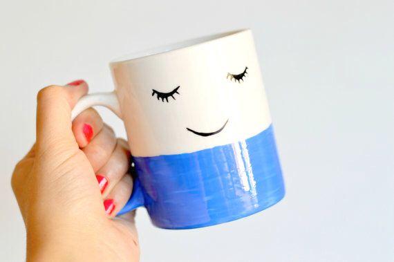 Happy Face mok - unieke koffiemok - gelukkig Tea Cup - gezicht illustratie - Hipster Gift - Inwijdingsfeest - Goedemorgen - goed-gevoel - glimlach door ZenibasAttic op Etsy https://www.etsy.com/nl/listing/475408913/happy-face-mok-unieke-koffiemok-gelukkig