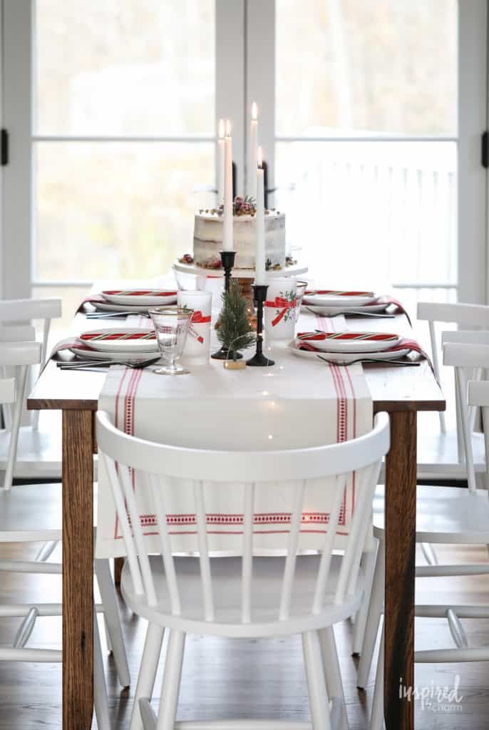Vintage Modern Christmas Table Decor Ideas To Dress Up Your Home For The Holidays Diningroom D Christmas Table Decorations Table Decorations Christmas Table